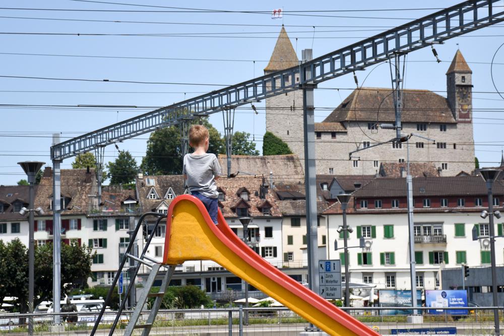 Glamping Eschenz Thurgau Schweiz ZINIPI Lodge Spielplatz Rapperswil