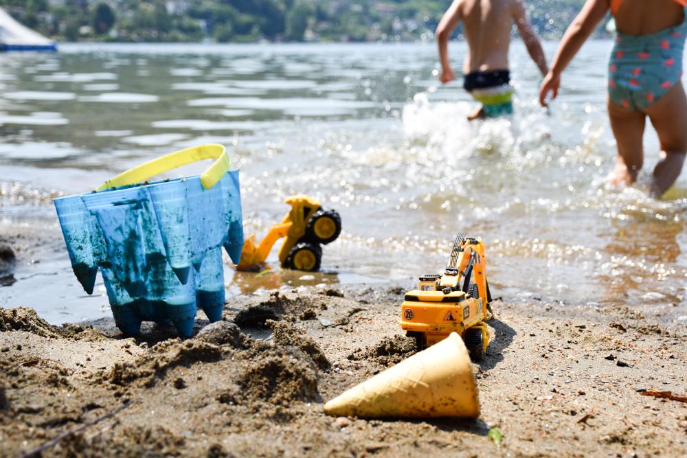 Glamping Lugano Schweiz Safarizelt Deluxe TCS Campingplatz Spielen und Schwimmen am Luganersee