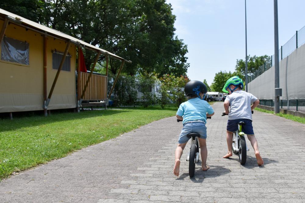 Glamping Lugano Schweiz Safarizelt Deluxe TCS Campingplatz Weg zum Seeufer