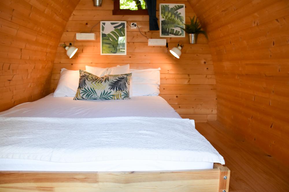 Glamping Sion Wallis Schweiz TCS Campingplatz Doppelbett im Pod