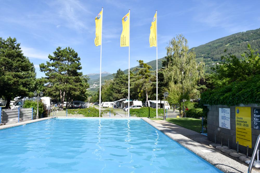 Glamping Sion Wallis Schweiz TCS Campingplatz Schwimmbad