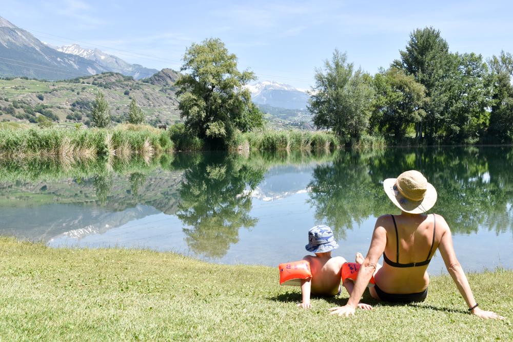 Glamping Sion Wallis Schweiz TCS Campingplatz Travel Sisi und kleiner Globetrotter am Badesee
