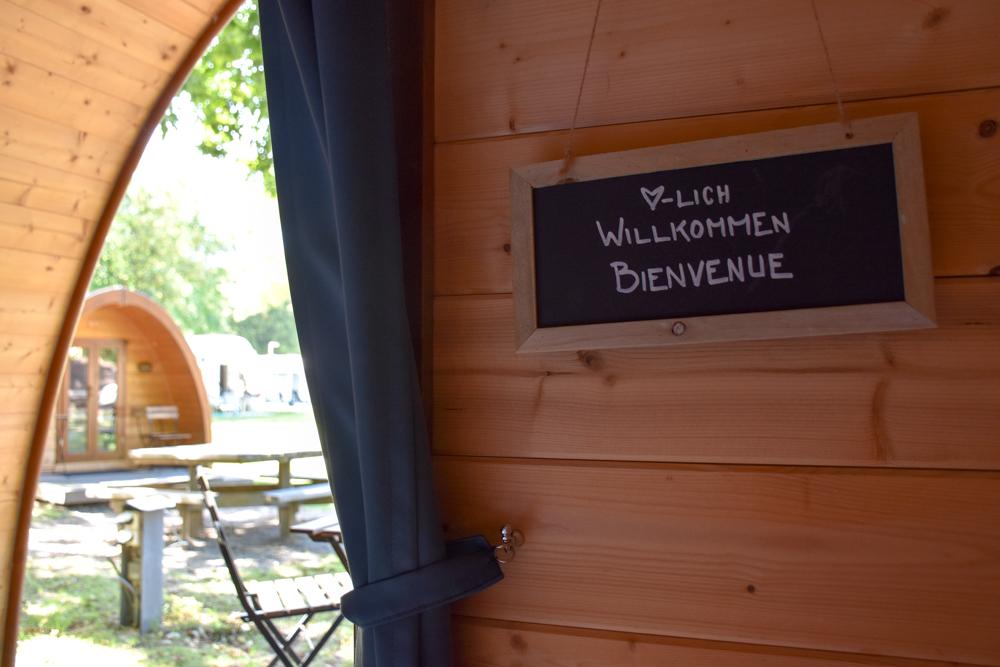 Glamping Sion Wallis Schweiz TCS Campingplatz hübsche Dekoration im Pod