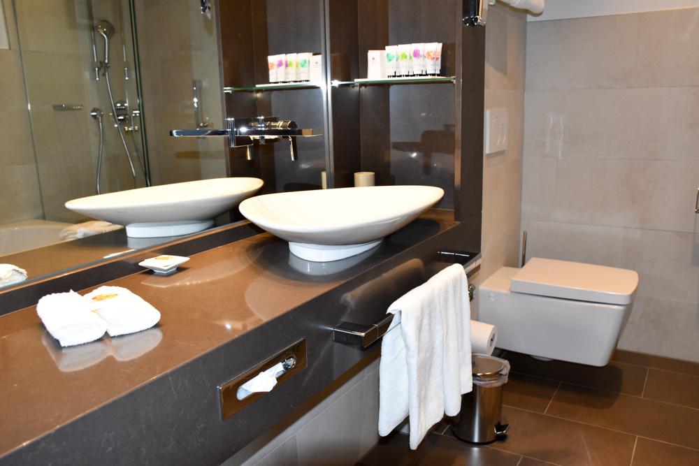 Hoteltipp Neuchatel Schweiz Best Western Premier Hotel Beaulac Badezimmer im Superior Zimmer