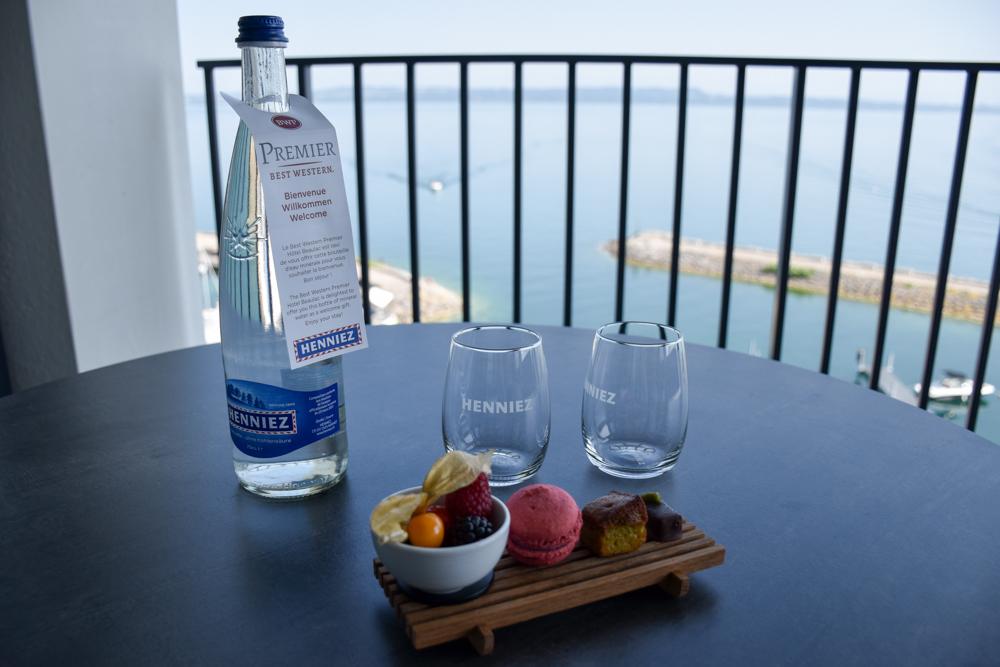 Hoteltipp Neuchatel Schweiz Best Western Premier Hotel Beaulac Getränke und Süssigkeiten als Willkommensgeschenk