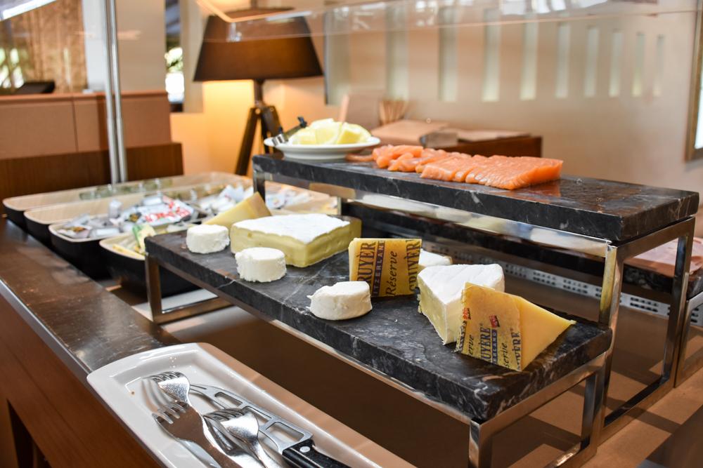 Hoteltipp Neuchatel Schweiz Best Western Premier Hotel Beaulac Käseauswahl beim Frühstück
