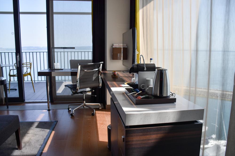 Hoteltipp Neuchatel Schweiz Best Western Premier Hotel Beaulac Schreibtisch im Superior Zimmer