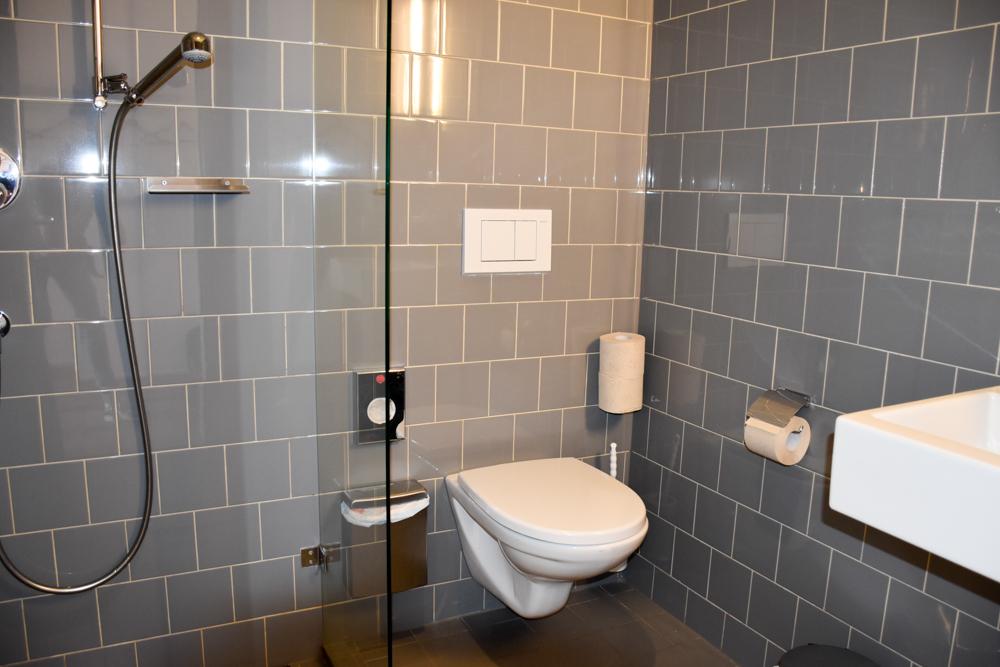Unterkunft St. Moritz Engadin Schweizer Jugendherberge Badezimmer im Doppelzimmer