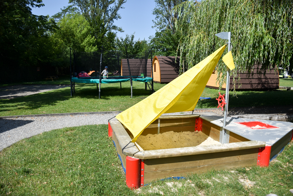 Biwak Glamping TCS Campingplatz Genf Spielplatz
