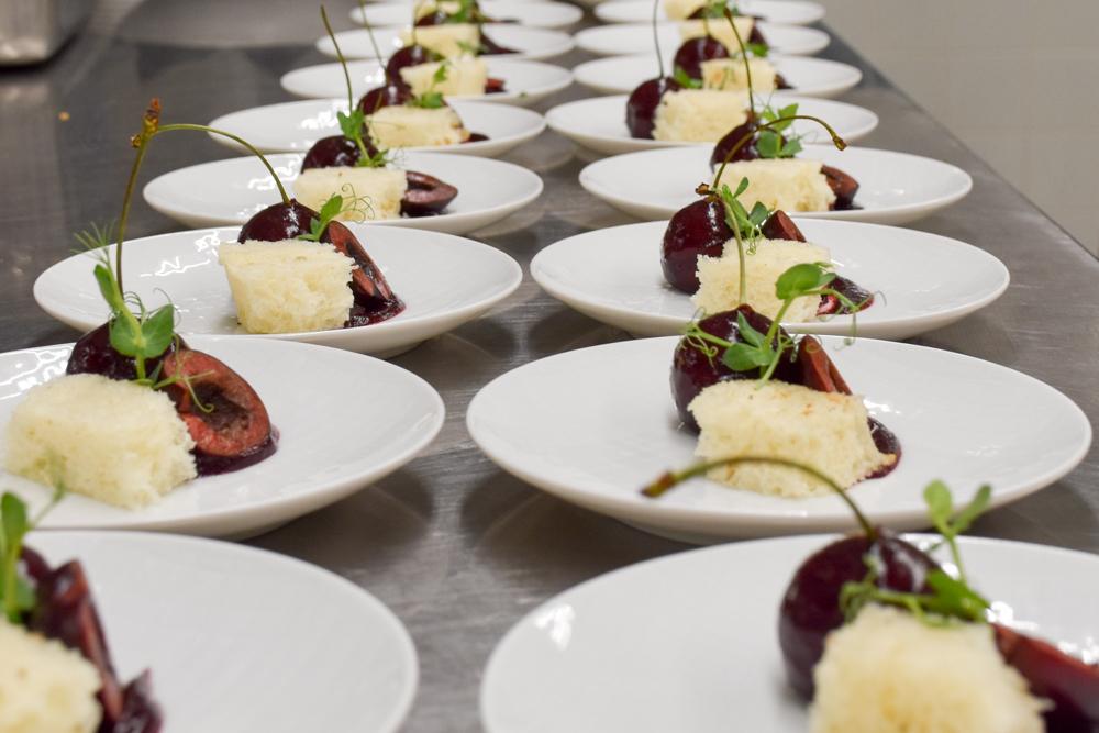 Kitchen Party im Waldhaus Flims Graubünden Schweiz Foie Gras Kirschen Kartoffelbrot
