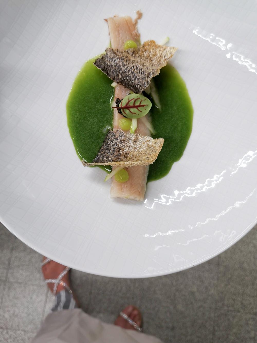 Kitchen Party im Waldhaus Flims Graubünden Schweiz Forelle Apfel Oona Kaviar Petersilien Sud