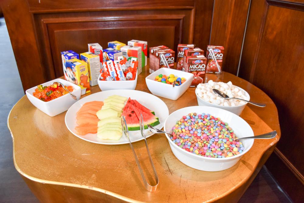 Kitchen Party im Waldhaus Flims Graubünden Schweiz Frühstücksbuffet für Kinder