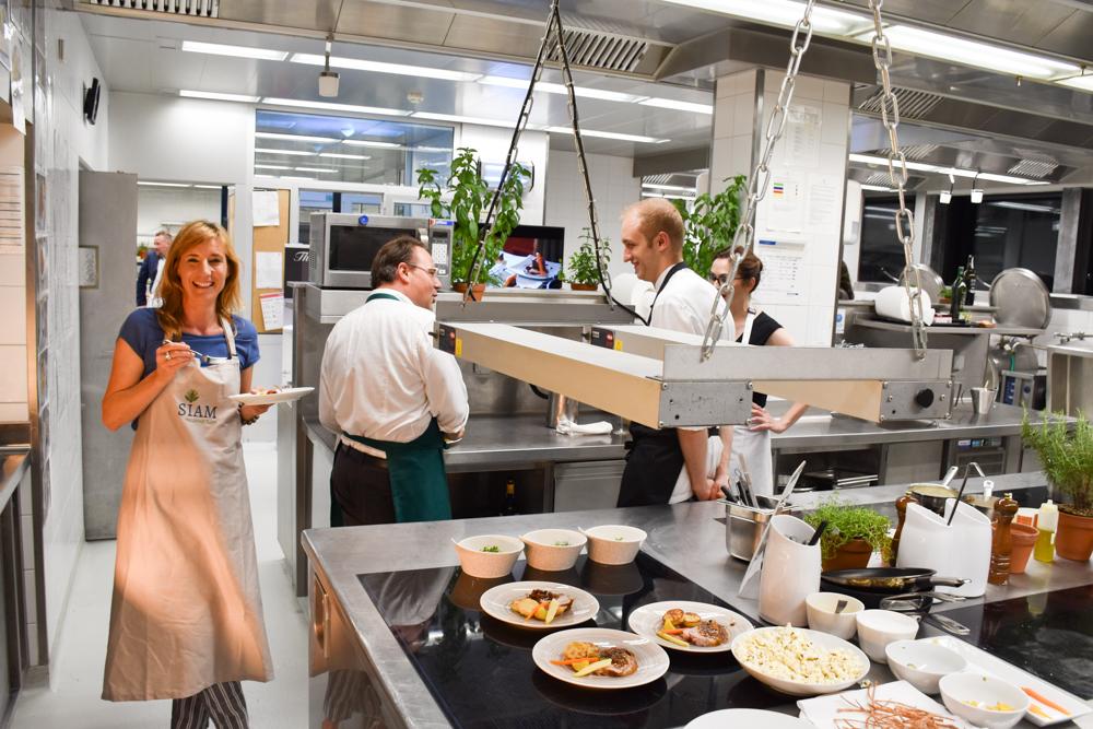 Kitchen Party im Waldhaus Flims Graubünden Schweiz Travel Sisi in der Küche des Waldhaus Flims