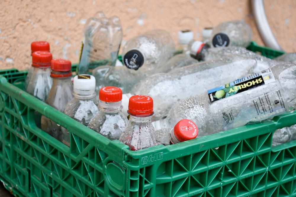 Schlammspielplatz Brambrüesch Chur Graubünden Schweiz Plastikflaschen zum Spritzen