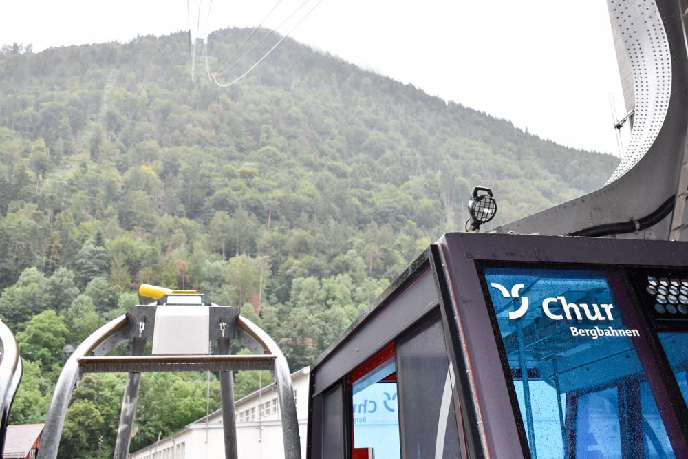 Schlammspielplatz Brambrüesch Chur Graubünden Schweiz Regenwetter bei der Bergbahn