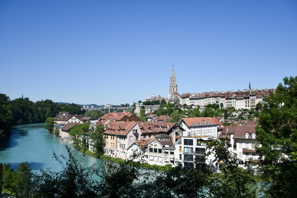 Travel Sisi Grand Tour of Switzerland mit Kind Blick auf die Altstadt von Bern