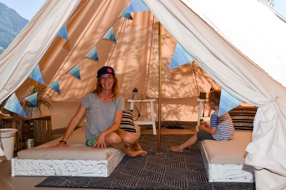 Travel Sisi Grand Tour of Switzerland mit Kind Nomadenzelt TCS Campingplatz Buochs