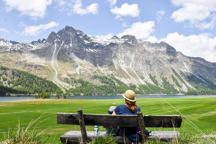 Engadin Graubünden Schweiz mit Kind Blick über den Silsersee