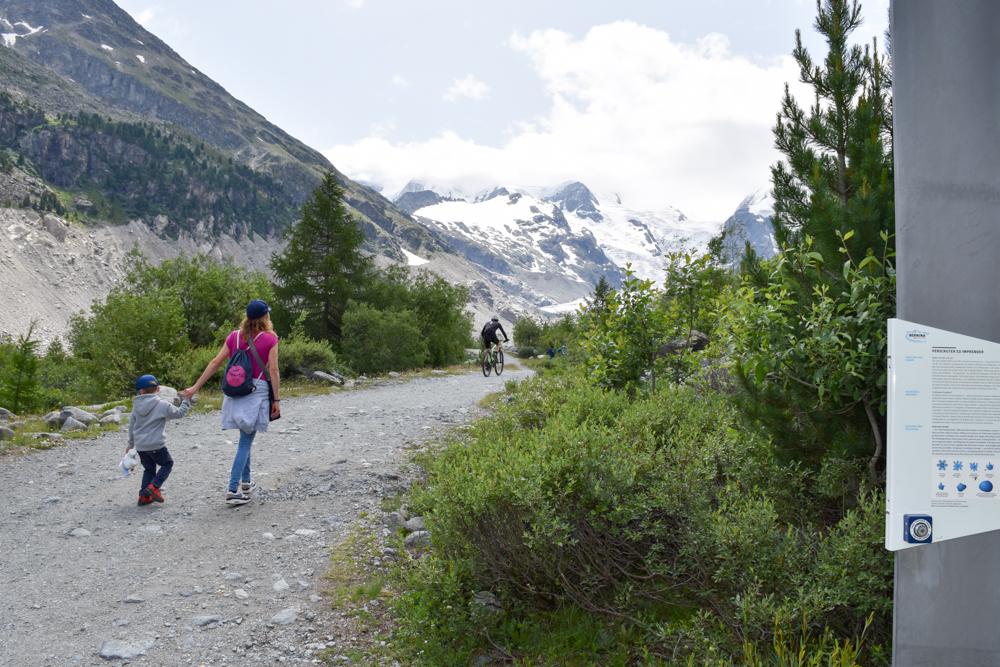 Engadin Graubünden Schweiz mit Kind Wanderung zum Morteratsch-Gletscher