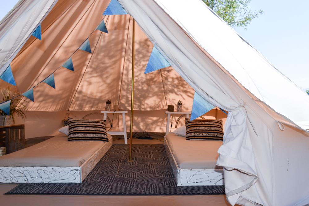 Glamping Buochs Vierwaldstättersee Schweiz TCS Campingplatz Einzelbetten im Nomadenzelt
