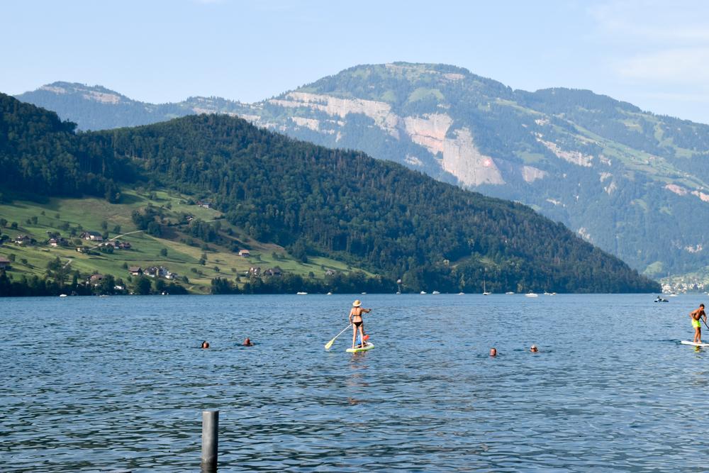 Glamping Buochs Vierwaldstättersee Schweiz TCS Campingplatz SUP auf dem See