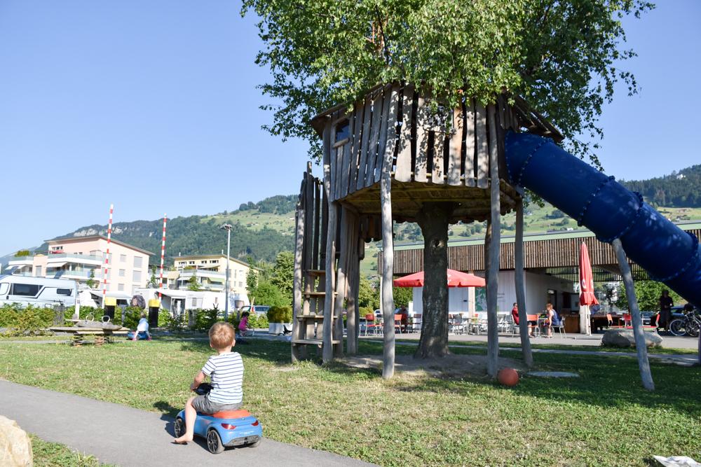 Glamping Buochs Vierwaldstättersee Schweiz TCS Campingplatz Spielplatz