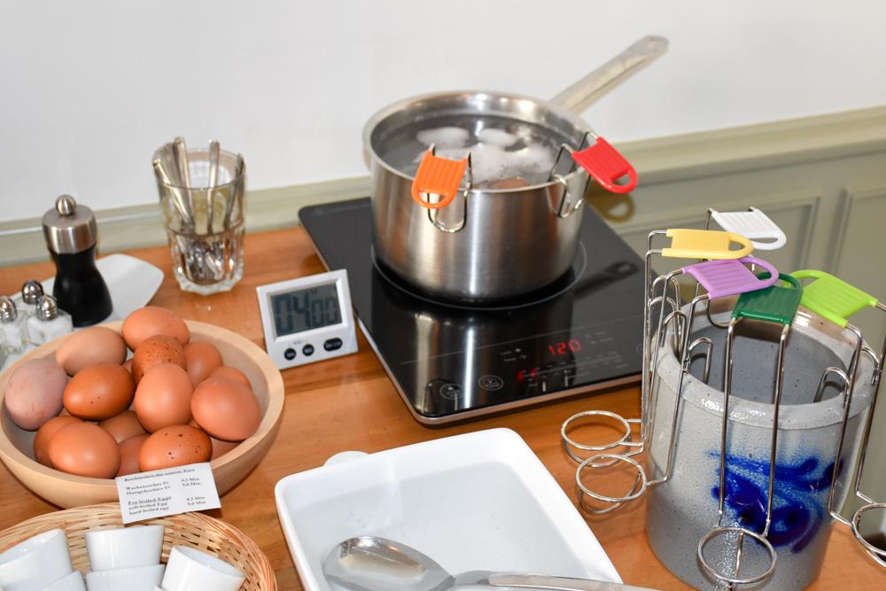 Unterkunft Rapperswil Schweiz Hotel Jakob Eier kochen beim Frühstück