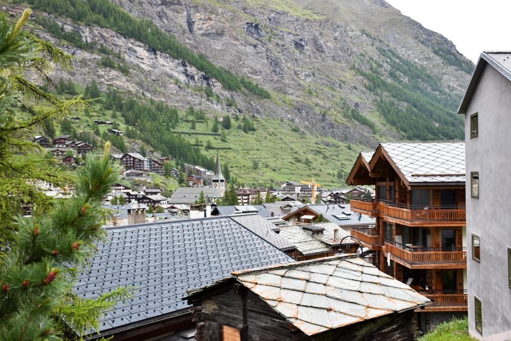 Unterkunft Zermatt Schweiz Jugendherberge Zermatt Blick über den Ort