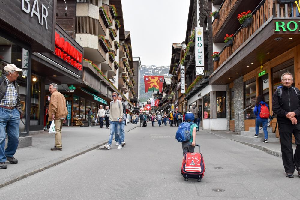 Unterkunft Zermatt Schweiz Jugendherberge Zermatt Spaziergang durch die Hauptstrasse
