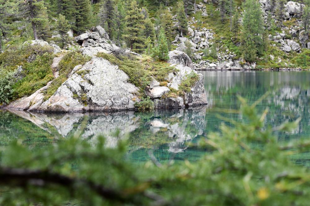 Weekend in der Valposchiavo Graubünden Schweiz klares Wasser des Saoseo Sees