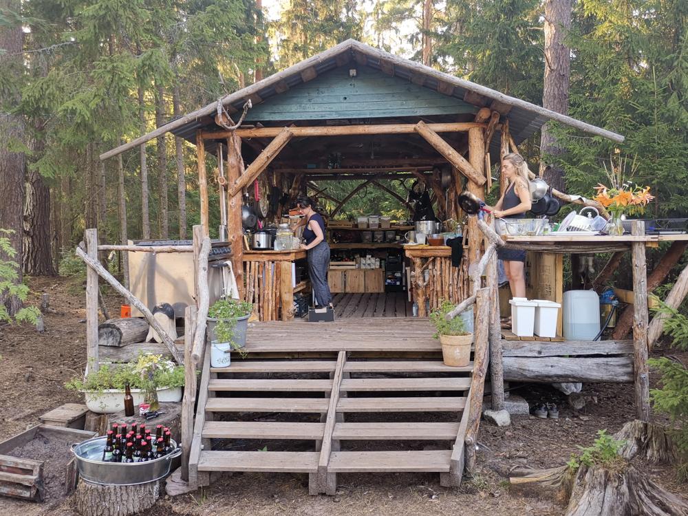 Glamping Lahemaa Nationalpark Estland Projekt Kodu rustikale Küche