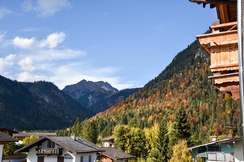 Herbstferien Achensee Tirol Österreich mit Kindern Aussicht Doppelzimmer Alpin Sonnenhof Pertisau