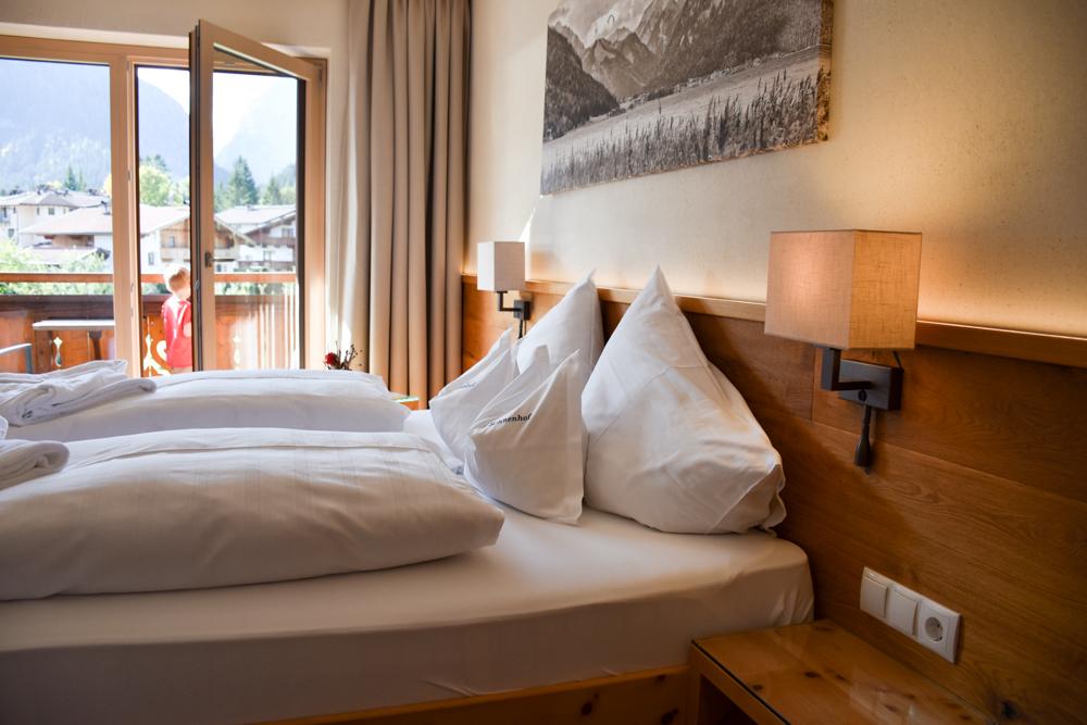 Herbstferien Achensee Tirol Österreich mit Kindern Doppelzimmer Alpin Sonnenhof Pertisau