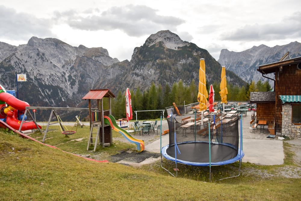 Herbstferien Achensee Tirol Österreich mit Kindern Spielplatz Alpengathaus Karwendel