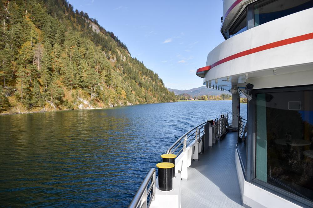 Herbstferien Achensee Tirol Österreich mit Kindern tolle Aussicht beim Schiffahren auf dem Achensee