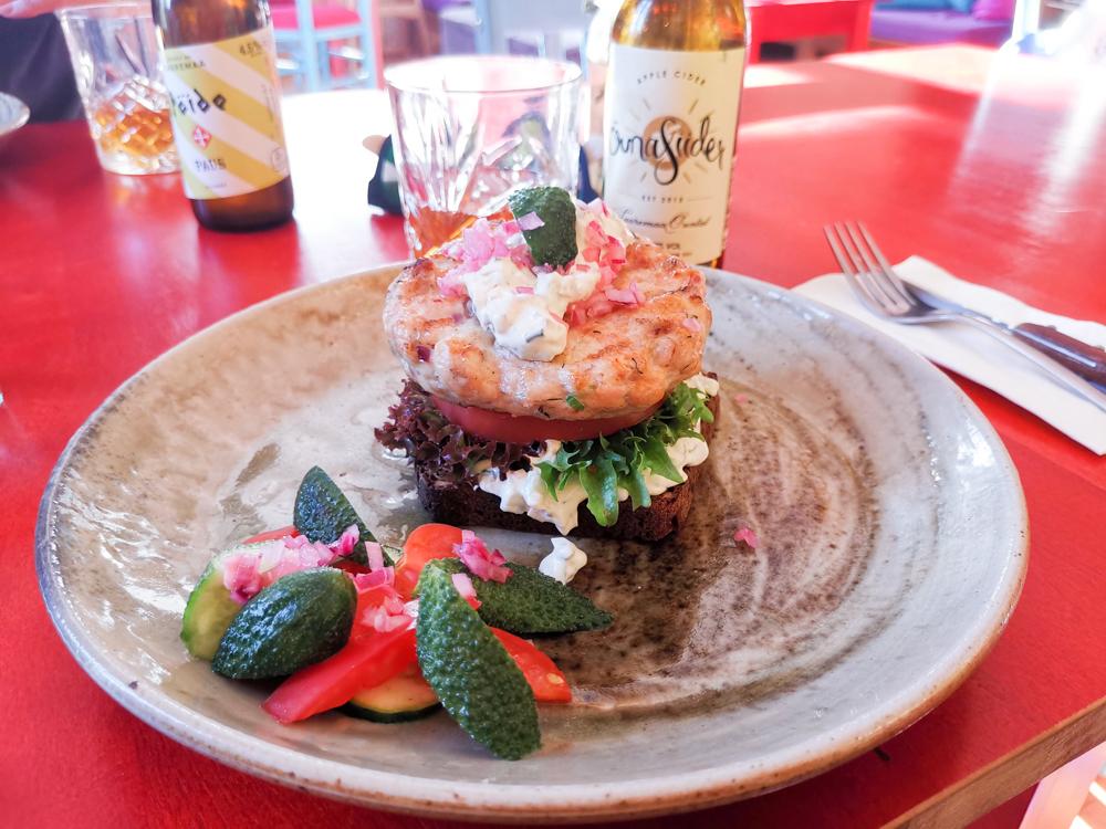Insel Muhu Estland Fisch Burger Tuul Resto