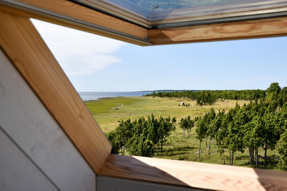 Hoteltipp Muhu Estland Bottengarn Boutique Guesthouse Blick aus dem Dachfenster aufs Meer