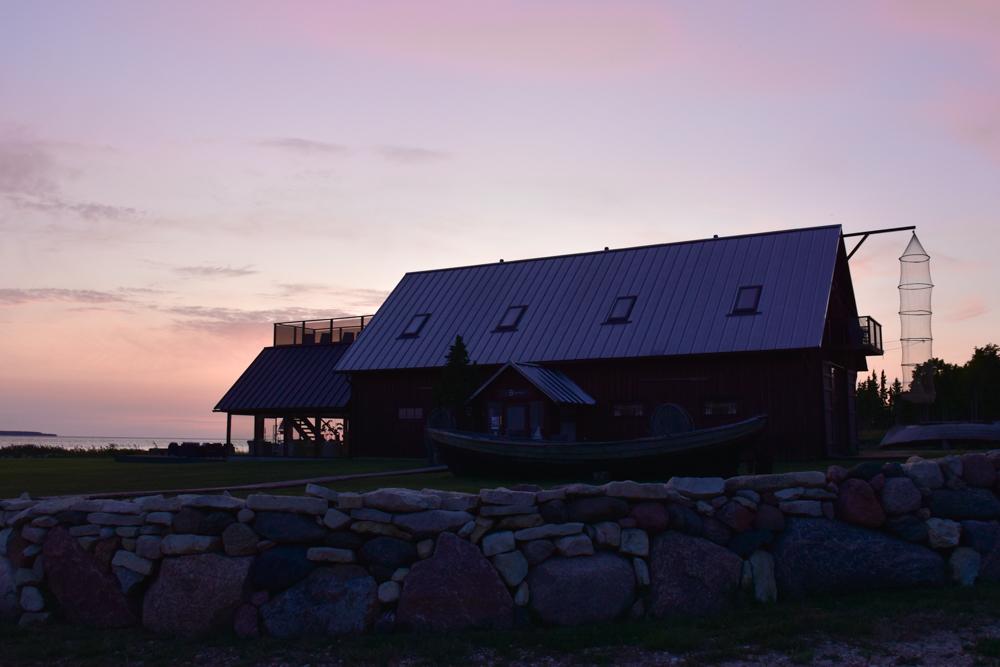 Hoteltipp Muhu Estland Bottengarn Boutique Guesthouse im Sonnenuntergang
