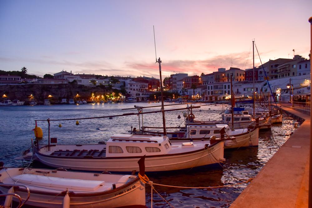 Menorca Reisetipps Highlights Unterkünfte Restaurants Hafen von Es Castell Cales Fonts