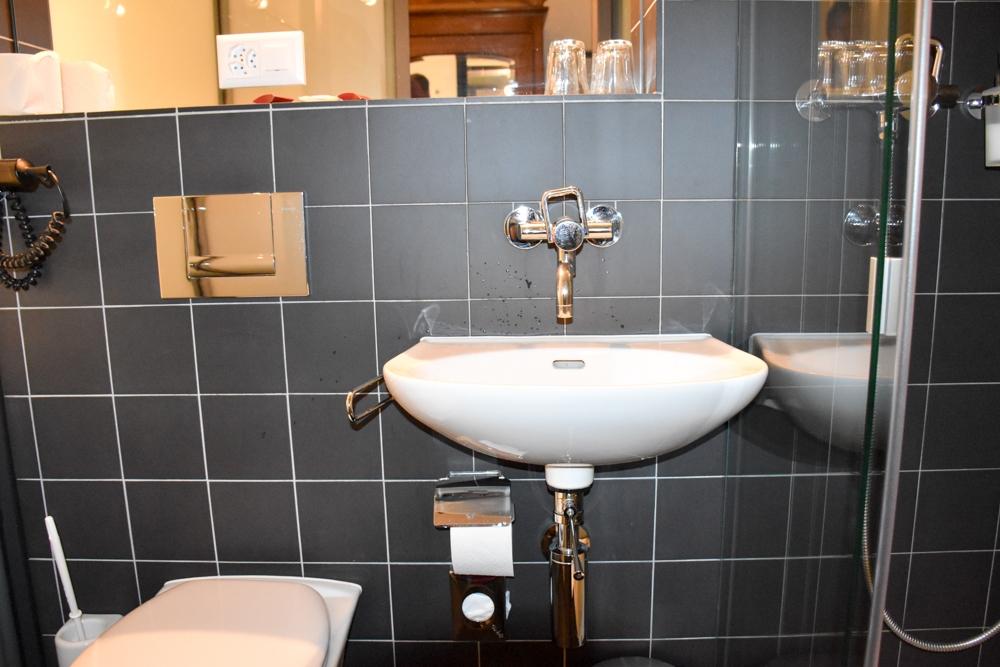 Hoteltipp Bergün Graubünden Schweiz Kurhaus Bergün Badezimmer