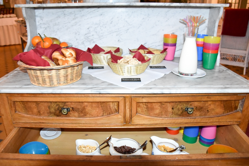 Hoteltipp Bergün Graubünden Schweiz Kurhaus Bergün Kinderfrühstück