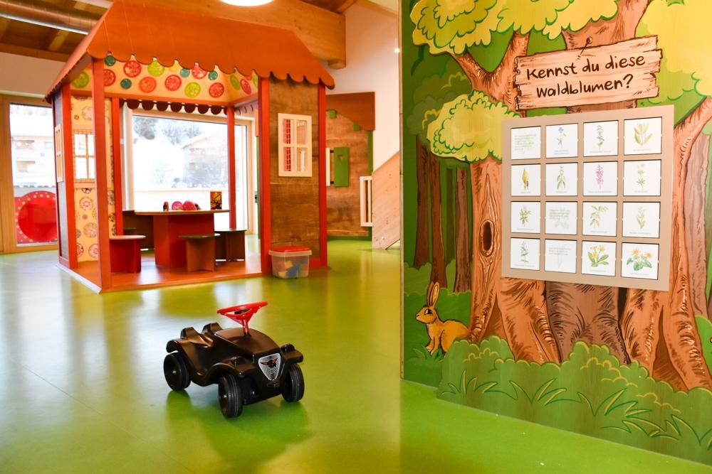 Unterkunftstipp Brigels Graubünden Schweiz Pradas Resort Unterhaltung im Kids Club