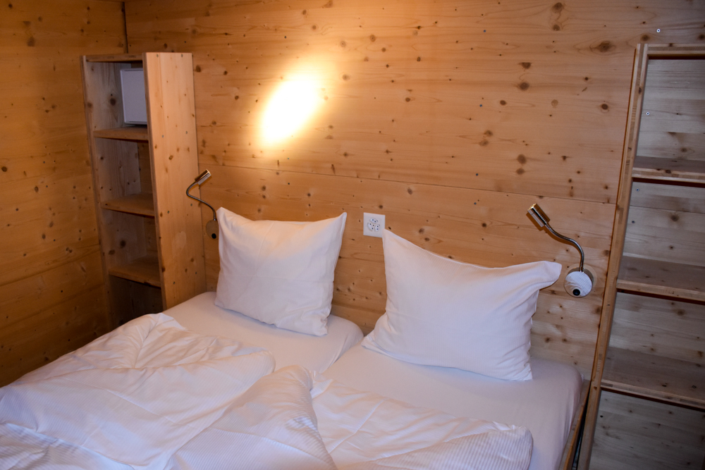Winter Glamping Campingplatz Morteratsch Engadin Graubünden Schweiz Doppelbett