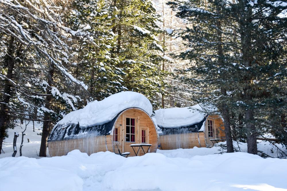 Winter Glamping Campingplatz Morteratsch Engadin Graubünden Schweiz Holzfass