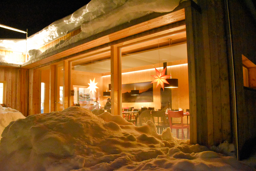 Winter Glamping Campingplatz Morteratsch Engadin Graubünden Schweiz Restaurant