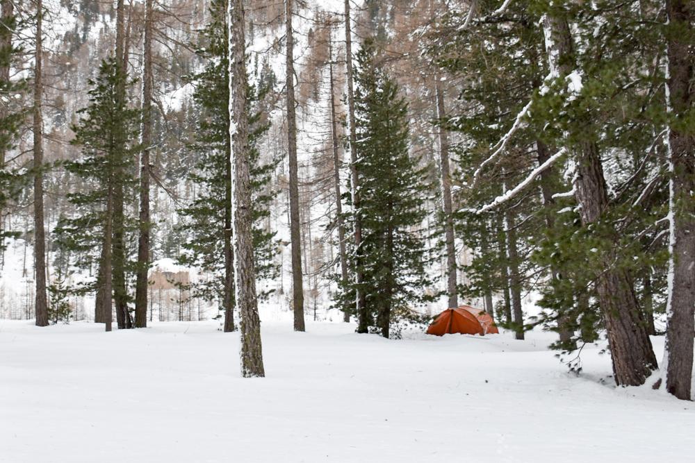 Winter Glamping Campingplatz Morteratsch Engadin Graubünden Schweiz Zelten im Schnee