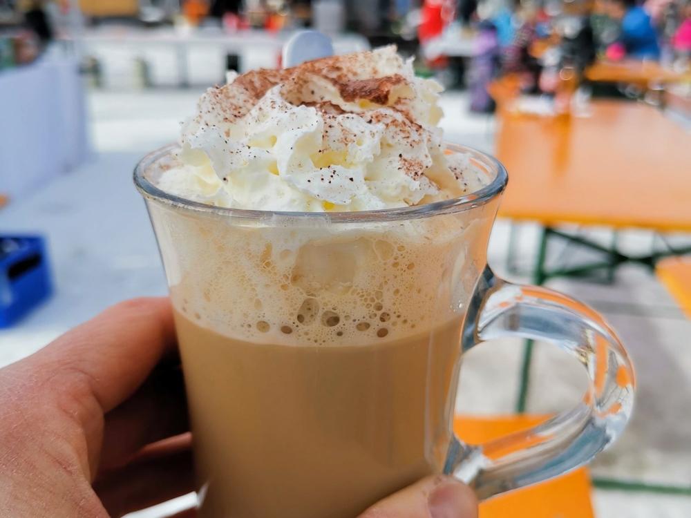 Winter Weekend Savognin Graubünden Schweiz Kaffee Baileys Kinder-Winterfest