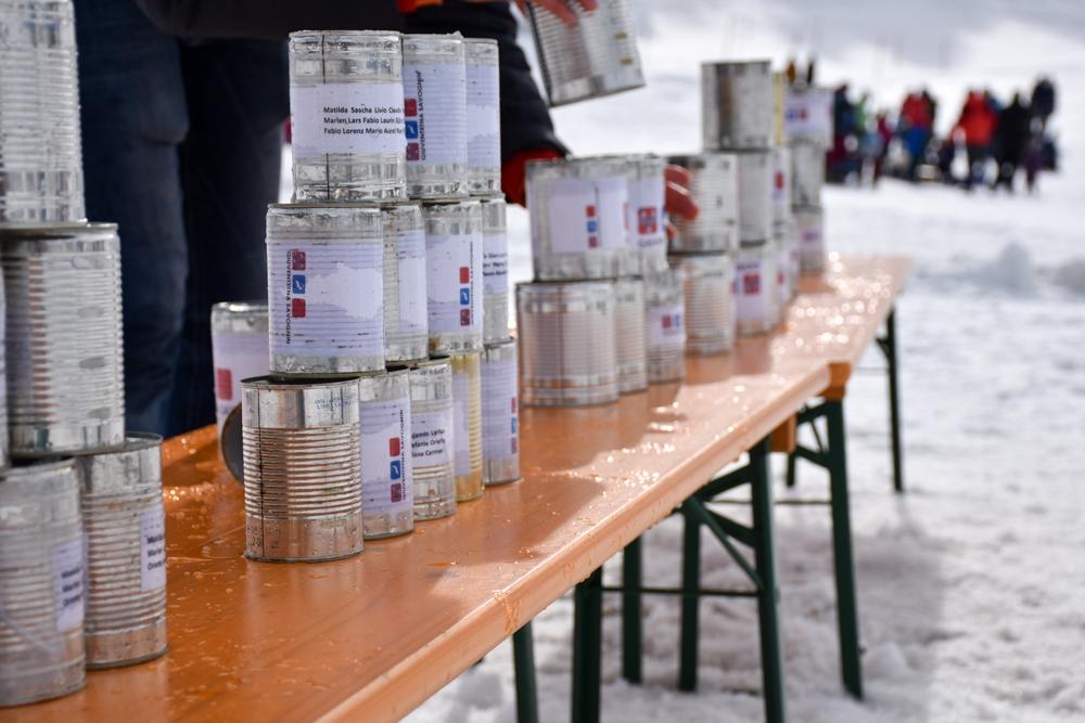 Winter Weekend Savognin Graubünden Schweiz Kinder-Winterfest Büchsenwerfen