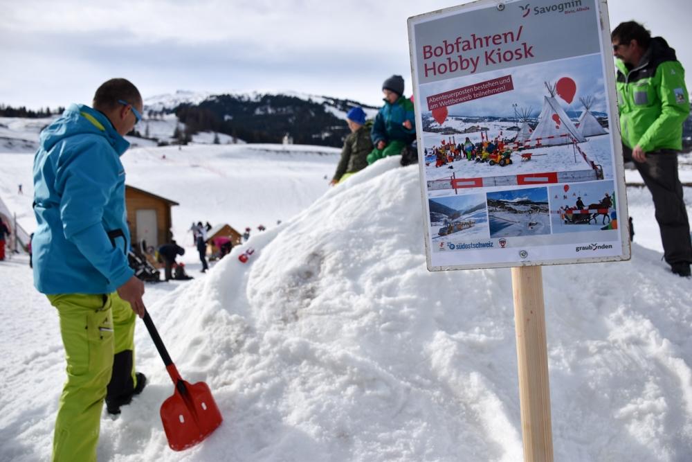Winter Weekend Savognin Graubünden Schweiz Kinder-Winterfest Bobfahren