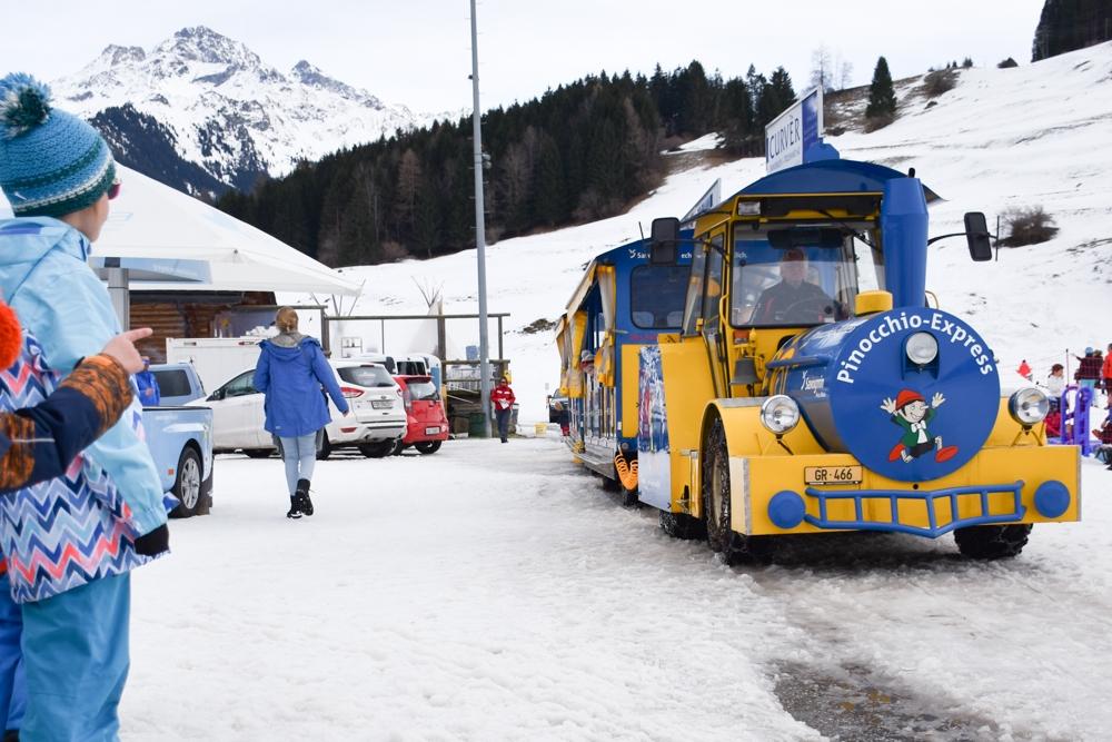 Winter Weekend Savognin Graubünden Schweiz Kinder-Winterfest Pinocchio-Zug